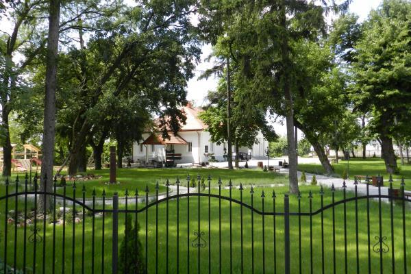 Керівництво угорського інституту ім. Ф.Ракоці ІІ, що у Берегові, привласнило садибу барона Жигмонда Перені